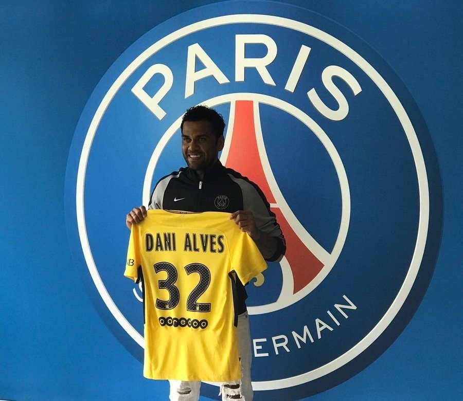 Dani Alves Snubs Man City, Joins PSG
